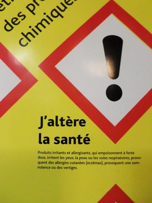 Ce symbole présent sur plusieurs produits montre qu'ils sont dangereux pour la santé des agents. (Photo Nadège El Ghomari/Rue89 Strasbourg)