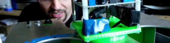 Les robots sont en composé d'éléments fabriqués en usine mais aussi réalisés à la main (Photo : OG/Rue89 Strasbourg)