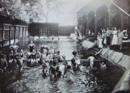 Bains Weisz, 8 quai Zorn, fermés dans les années 1960 (Doc. CUS)