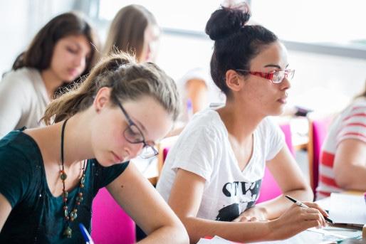 Un nouvel enseignement interreligieux au lycée pourrait permettre aux Eglises d'attirer de nouveaux publics dans leurs cours et de contrer la baisse de fréquentation. (Photo Ecole polytechnique/Flickr/cc)