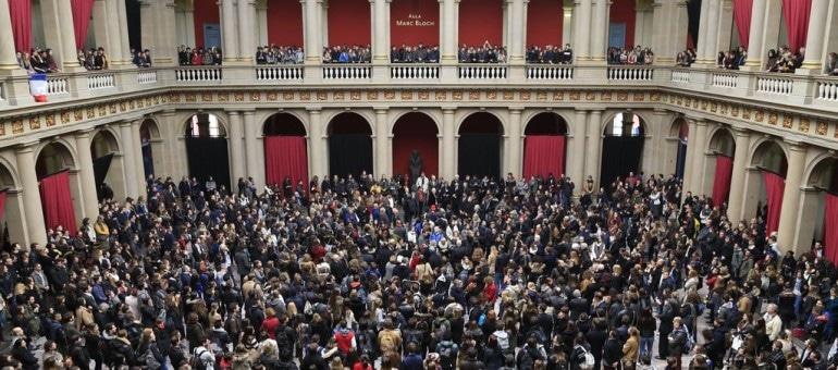 À midi, des hommages aux victimes un peu partout à Strasbourg