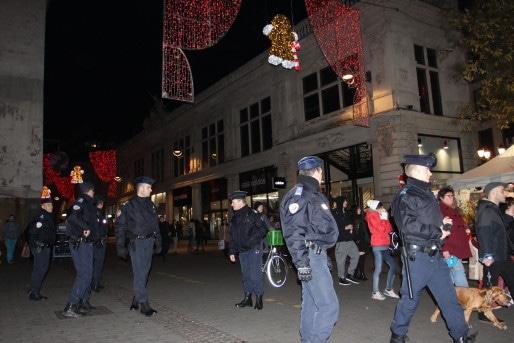 Avec la mise en place de l'état d'urgence, la police ne laisse plus les personnes sans domicile fixe dormir en centre-ville. (AF/Rue89Strasbourg)