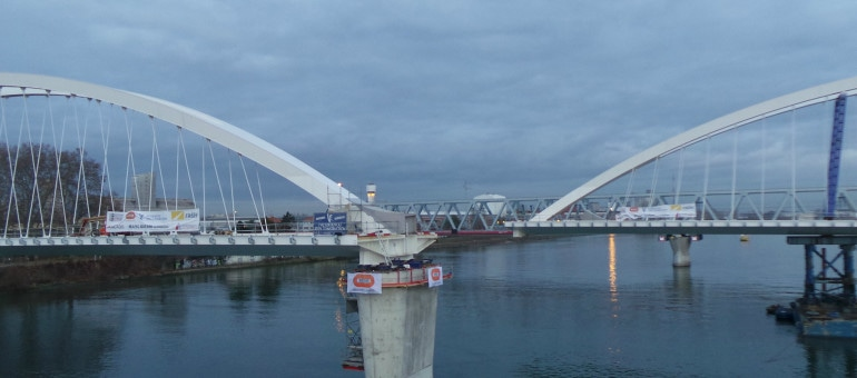 Extension du Tram D : le Pont sur le Rhin assemblé