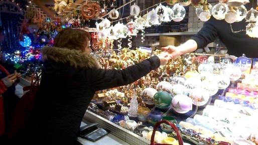 En moyenne, les visiteurs dépensent 65€ par jour sur le marché de Noël.
