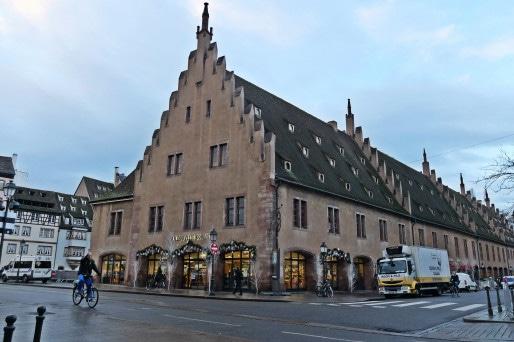 """L'Ancienne douane abrite depuis désormais la """"Nouvelle douane"""" (Photo MM / Rue89 Strasbourg)"""