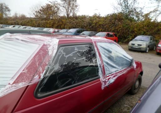 Nazijla Ismail a retrouvé sa voiture, sans verre à la fourrière. (AF/Rue89Strasbourg)