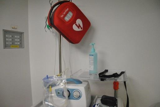 Un défibrillateur est prêt à pallier toute situation d'urgence (Photo NM / Rue89 Strasbourg / cc)