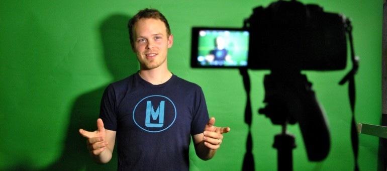Raphaël Koschig est Code Mu sur YouTube et il joue avec les mots