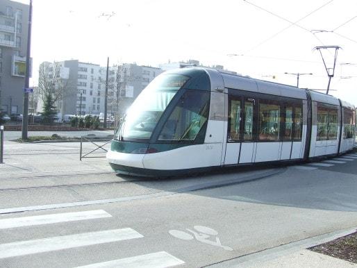 La ligne de tramway, qui traverse Hautepierre, a été prolongée de deux arrêts, jusqu'au Parc des sports, ce qui satisfait de nombreux habitants. (Photo RB / Rue 89 Strasbourg)