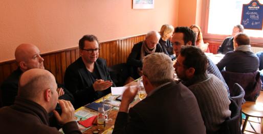 Quelques Strasbourgeois curieux autour de l'initiative Ma Voix (photo JFG / Rue89 Strasbourg)