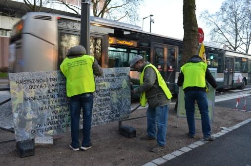 Chaque panneau retrouve sa place tôt le matin, tous les jours (Photo BW / Rue89 Strasbourg).