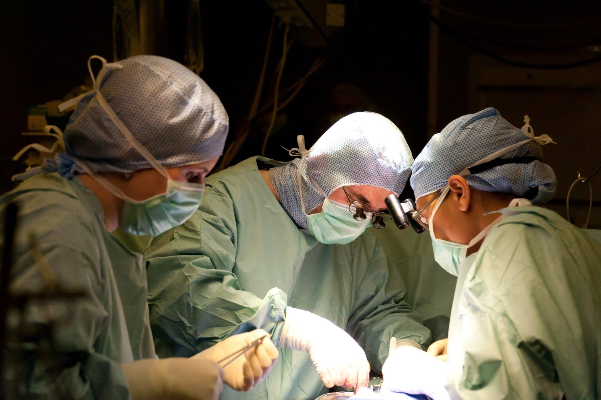 responsabilite des anesthesistes Charte de fonctionnement des équipes anesthésiques et chirurgicales relations entre anesthesistes -reanimateurs et chirurgiens ou autres specialistes.