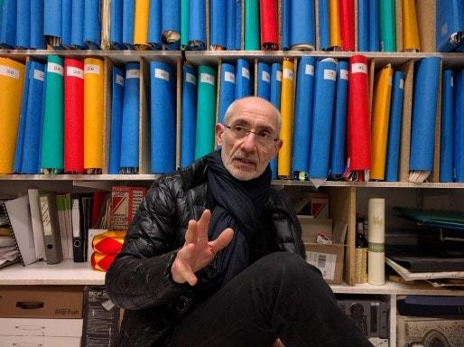 Jean Geofroy devant les quelque 300 partitions des Percussions de Strasbourg (Photo PF / Rue89 Strasbourg / cc)
