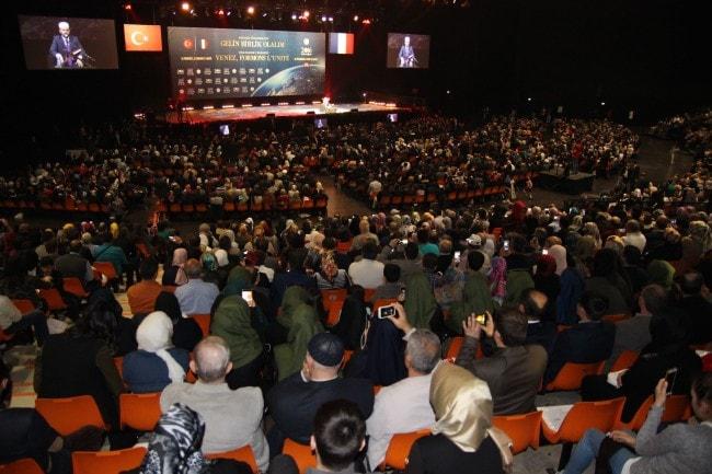 Plus de 7000 personnes se sont rassemblées au Zénith de Strasbourg pour écouter le grand mufti de Turquie. (Photo Aline Fontaine / Rue89 Strasbourg / cc)