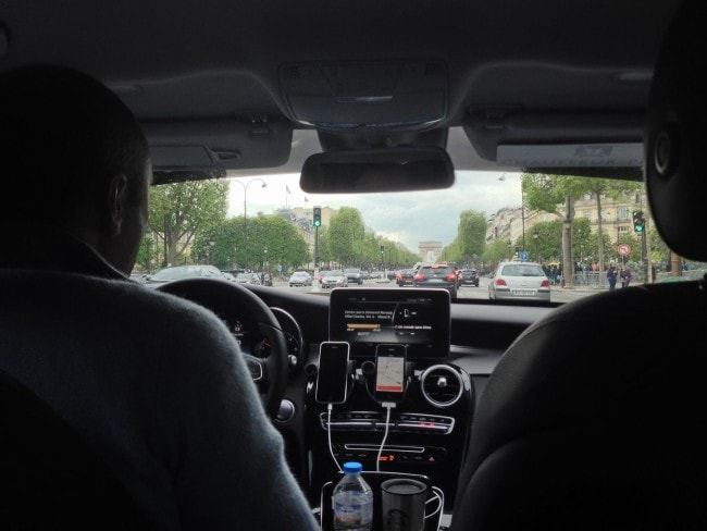 Paris, vue depuis la banquette d'une voiture Uber (Photo Kirsten / FlickR / cc)