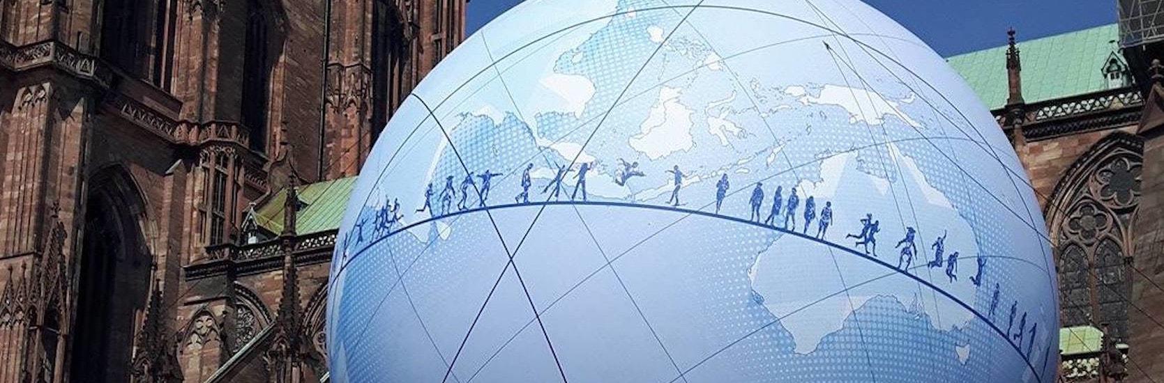 La grosse boule place du Château, c'est pour l'Exposition universelle 2025
