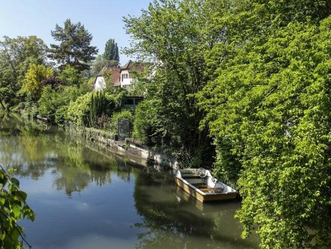 Le long du Rhin Tortu, barques et jardins privatifs (Photo Pascal Bastien)