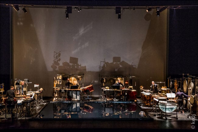 Les Percussions de Strasbourg en concert avec leurs très nombreux instruments (Photo Keuj)