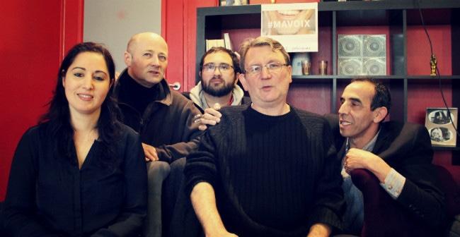 Daniel Gerber, peu habitué aux photographes, a préféré poser entouré de quelques soutiens de Ma Voix pour illustrer la campagne collective (photo JFG / Rue89 Strasbourg)