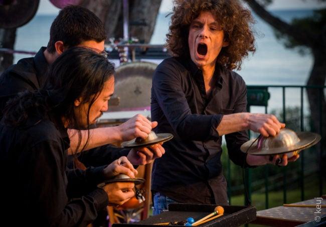 François Papirer en concert avec les Percussions de Strasbourg, à droite sur la photo (Photo Keuj)