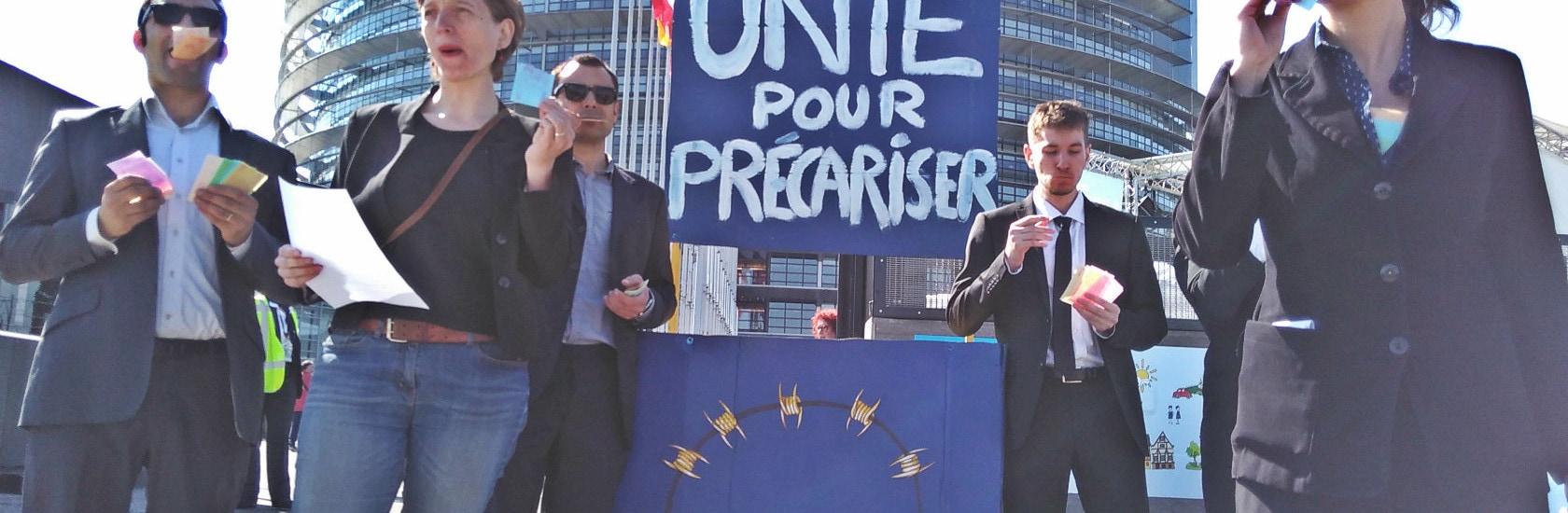 Intermittents et étudiants dénoncent «l'Europe de la précarité» aux portes ouvertes du Parlement