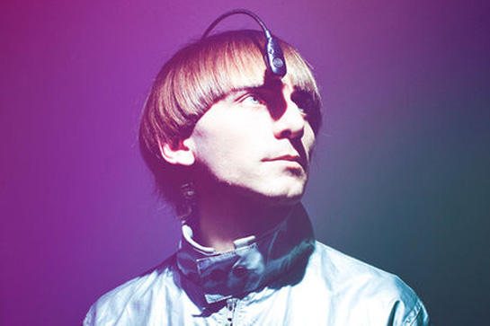 """Neil Harbisson, """"cyborg activiste"""" et premier humain avec une antenne dans l'oeil. (Photo: Creative commons)"""