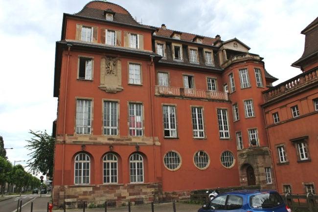 Ce bâtiment, principalement vide et utilisé par quelques kiné n'est pas réaffecté dans l'immédiat (photo JFG / Rue89 Strasbourg)