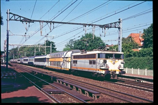 Un train hétéroclite (Photo Renaud Chodkowski / FlickR / cc)