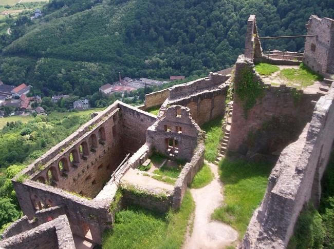 Château du Saint-Ulrich, sur les hauteurs de Ribeauvillé (Wikipédia)