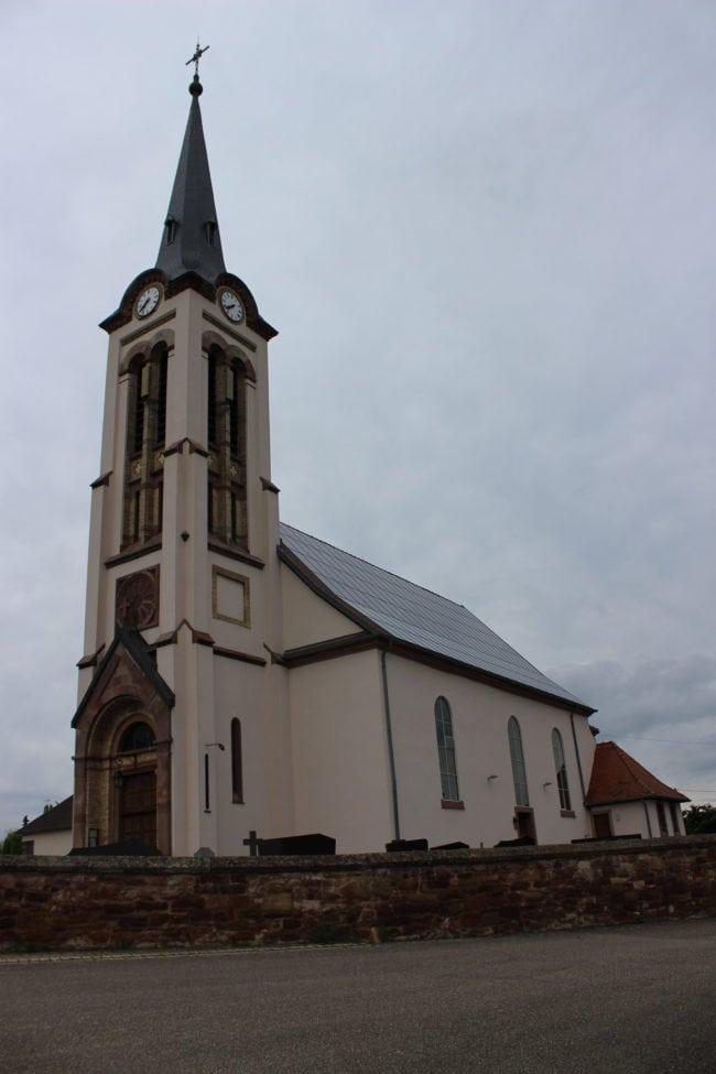 Des panneaux solaires sur une église, à Griesheim-sur-Souffel, sur impulsion de la mairie photo JFG / Rue89 Strasbourg / Flickr)