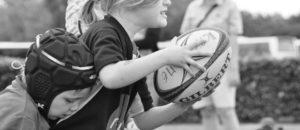 Les enfants, filles et garçons, ont beaucoup à apprendre du rugby (document remis)