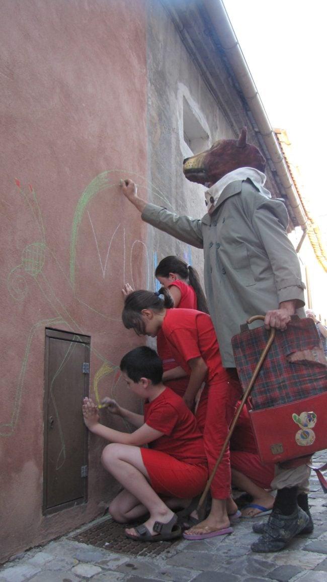 """""""MIO"""", création surprise et participative sous forme de parcours dans la ville... (Photo Maudreano)"""