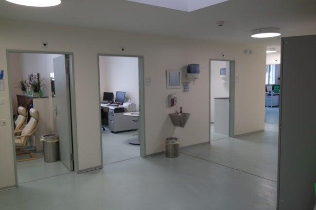Les bureaux des médecins et travailleurs sociaux accueillent aussi les usagers (Photo DL/Rue 89 Strasbourg/cc)