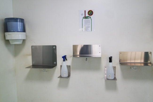 """Les """"tablettes pour sniffer"""" se trouvent en face de la salle d'inhalation (Photo DL/Rue 89 Strasbourg/cc)"""