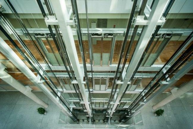 Les ascenseurs du conseil régional (Photo JPDelPhoto / FlickR / cc)
