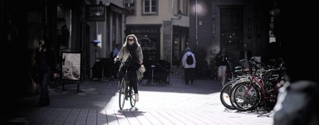 Au centre-ville, la cohabitation est parfois mal aisée... (Photo Gwenaël Piaser / FlickR / cc)