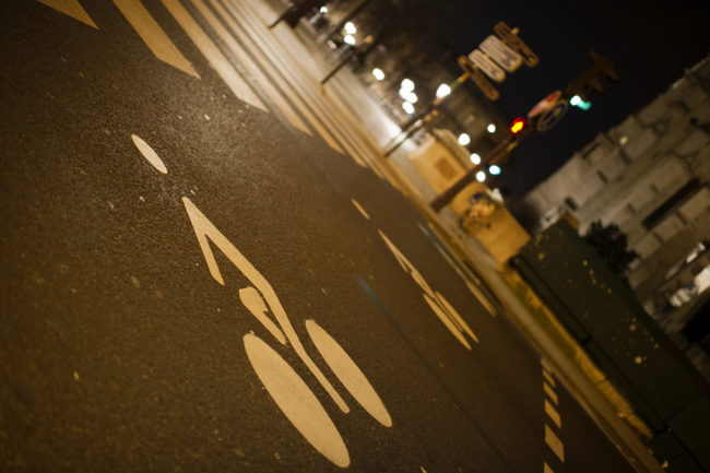 Un passage pour vélo à Paris (Photo Dustin Gaffke / FlickR / cc)