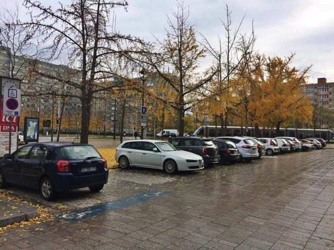 Près du tramway, ces places vont devenir payantes (Photo JFG / Rue89 Strasbourg / cc)