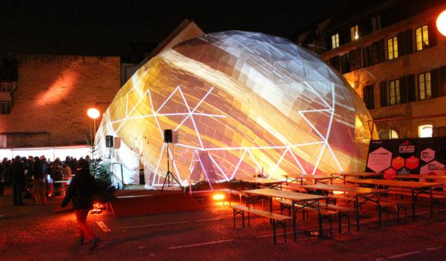 Le dôme central, au milieu de la place (photo JFG / Rue89 Strasbourg)