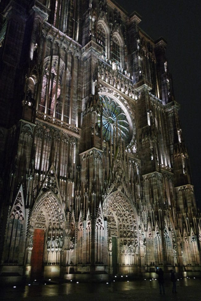 600 points LED pour éclairer Notre-Dame, c'est trop pour certains. (Photo DL/Rue 89 Strasbourg/cc)