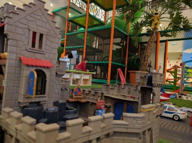 Les plus grosses boites de Playmobil sont à la disposition des enfants (Photo PF / Rue89 Strasbourg)