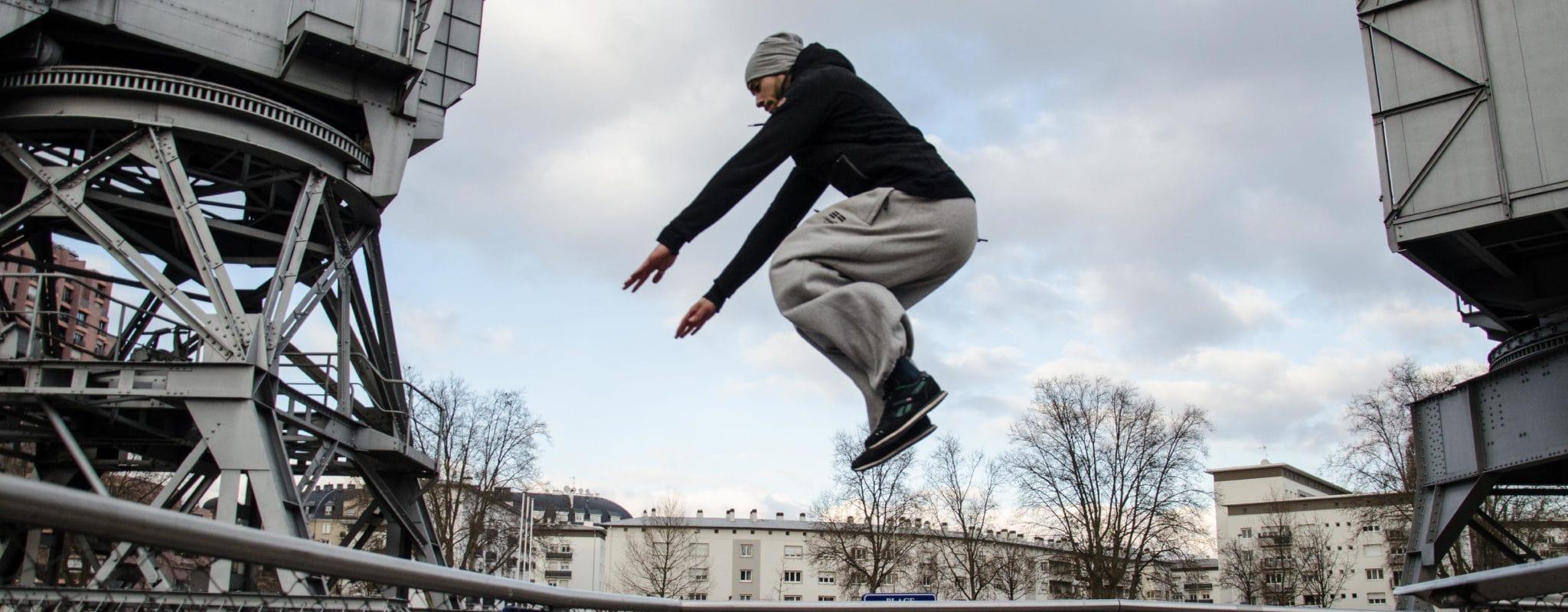 Vétéran du parkour, Jihane Dehbi : «un bon saut est un saut où tu restes entier»