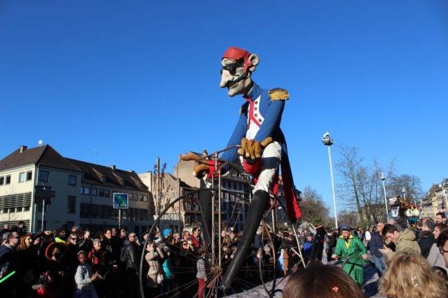 """10 bidulos """"articulés"""" une vingtaine de groupes défileront dans les rues de Strasbourg pour le carnaval 2019, avec quelques Strasbourgeois demain. (photo JFG / Rue89 Strasbourg)"""