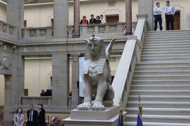 Les lions de la salle des pas perdus ont été conservés (Photo JFG / Rue89 Strasbourg)
