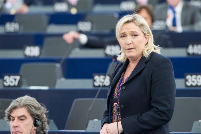 Marine Le Pen au Parlement européen après les attaques terroristes à Paris (Photo Parlement européen)