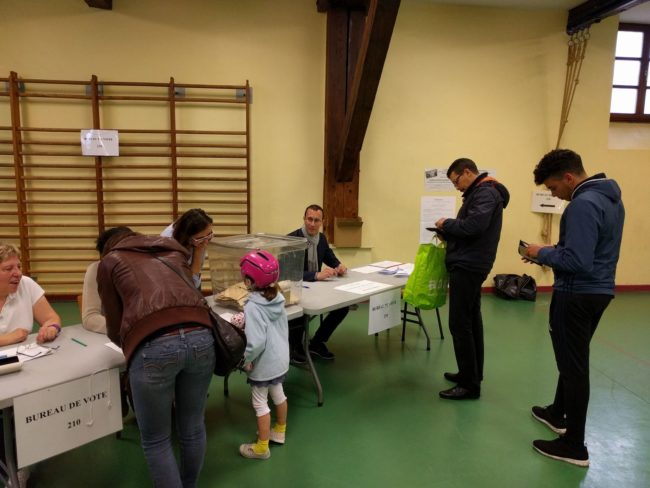 Au bureau de vote Sainte-Aurélie ce matin (Photo PF / Rue89 Strasbourg / cc)
