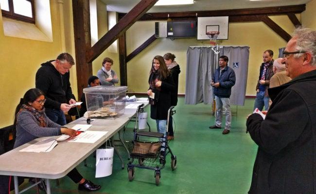 De nombreux électeurs n'ont découvert que devant le bureau de vote qu'ils n'étaient plus sur les listes électorales (Photo PF / Rue89 Strasbourg / cc)