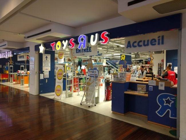 Au fond du centre commercial et au premier étage, le magasin Toys R Us ne remplit pas ses objectifs (Photo PF / Rue89 Strasbourg / cc)