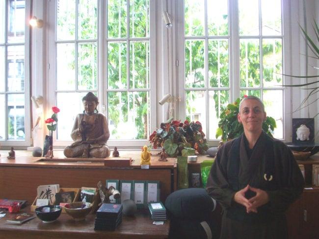 La nonne bouddhiste, alsacienne d'adoption, est dans son élément au centre zen de Strasbourg (Photo DL/Rue 89 Strasbourg/cc)