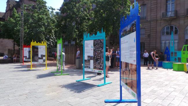 L'exposition est visible sur la place du Château jusqu'au 23 juin. (Morgane Carlier / Rue89 Strasbourg / cc)